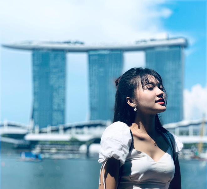 Ngọc Nữ đẹp xuất thần khi sang Singapore thăm nuôi bạn trai tin đồn Phan Văn Đức - Ảnh 3.