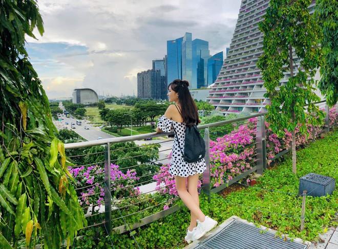Ngọc Nữ đẹp xuất thần khi sang Singapore thăm nuôi bạn trai tin đồn Phan Văn Đức - Ảnh 5.
