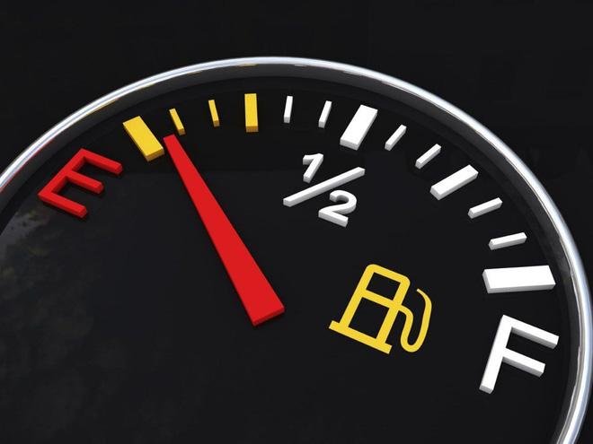 Những thói quen xấu tàn phá ô tô các tài xế hay mắc phải - Ảnh 1.