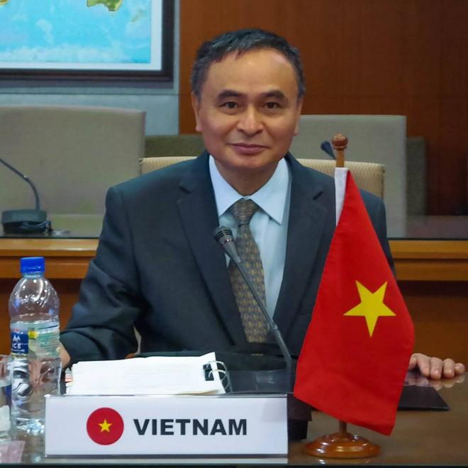 PGS Vũ Thanh Ca: Trung Quốc sử dụng chiến thuật tằm ăn lá dâu - từng bước gặm nhấm Biển Đông - Ảnh 2.