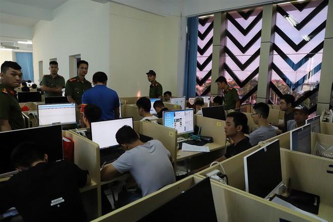 Cận cảnh quá trình dẫn độ gần 400 nghi phạm Trung Quốc về nước lúc 3h sáng - Ảnh 12.