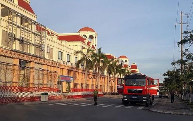 Cận cảnh quá trình dẫn độ gần 400 nghi phạm Trung Quốc về nước lúc 3h sáng - Ảnh 9.