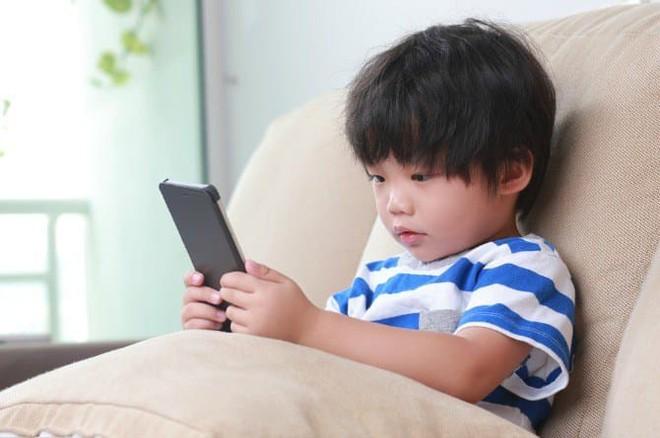 Loạt tuyệt chiêu cai nghiện điện thoại hay ho của các phụ huynh Tây, cha mẹ Việt rất nên tham khảo - Ảnh 3.