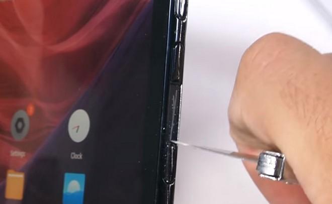 Tra tấn smartphone màn hình gập đầu tiên trên thế giới: Không bền nhưng vẫn khá ấn tượng - Ảnh 2.