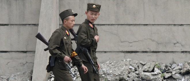 Hai lính Triều Tiên đào tẩu sang Hàn Quốc: 1 sống 1 chết, Bình Nhưỡng yên ắng bất thường? - Ảnh 1.