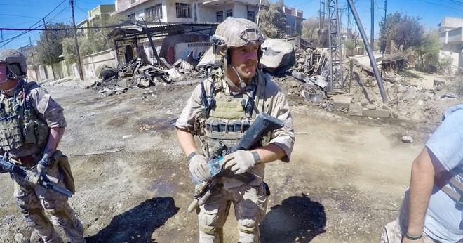 TT Trump ra tay sau vụ kiện chỉ huy SEAL Team 7: 8 công tố viên bị tước Huân chương? - Ảnh 1.