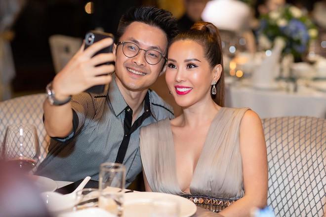 Hoa hậu Thu Hoài diện đầm tiền tỷ gợi cảm dự sinh nhật ca sĩ Quang Dũng - Ảnh 8.