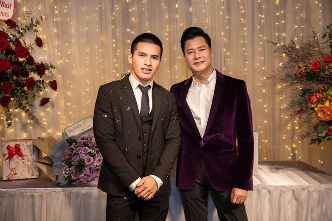Hoa hậu Thu Hoài diện đầm tiền tỷ gợi cảm dự sinh nhật ca sĩ Quang Dũng - Ảnh 9.