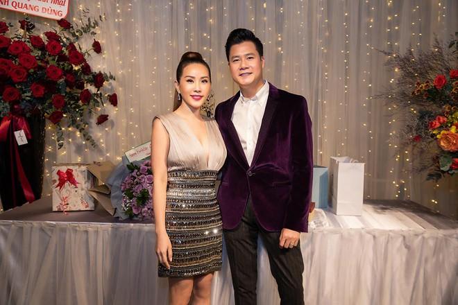 Hoa hậu Thu Hoài diện đầm tiền tỷ gợi cảm dự sinh nhật ca sĩ Quang Dũng - Ảnh 1.