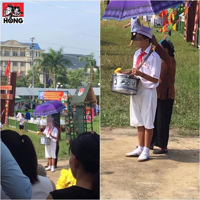Cảm động hình ảnh người bà bé nhỏ lấy ô che nắng cho cháu gõ trống - Ảnh 1.