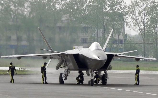 Làm tê liệt đối phương chỉ trong vài phút: Vũ khí mới trên H-6K Trung Quốc đáng sợ cỡ nào? - Ảnh 3.