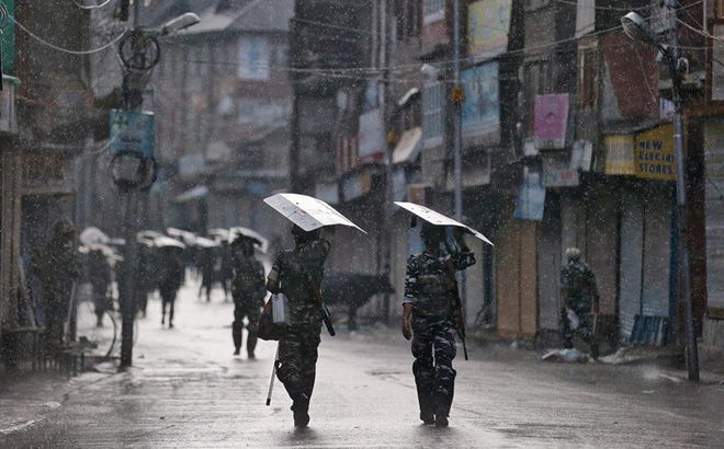 Ngoại trưởng Trung Quốc và Pakistan gặp khẩn về vấn đề Kashmir