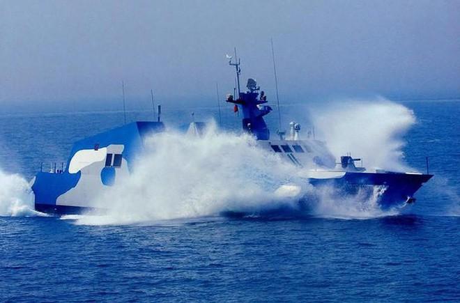 [ẢNH] Trung Quốc gây bất ngờ khi sớm loại biên tàu tên lửa tàng hình Type 022 - Ảnh 5.
