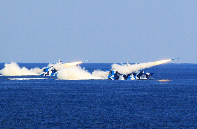 [ẢNH] Trung Quốc gây bất ngờ khi sớm loại biên tàu tên lửa tàng hình Type 022 - Ảnh 10.
