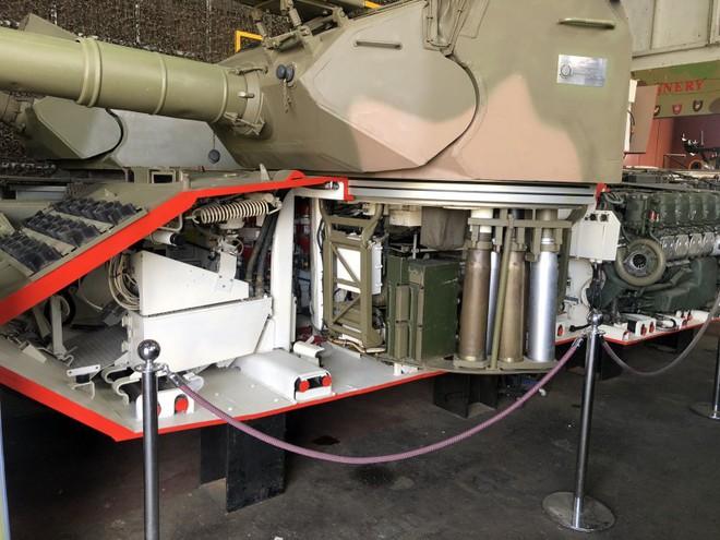 Thú vị xe tăng Leopard 1A3 trong tình trạng bị cắt dọc - Ảnh 2.