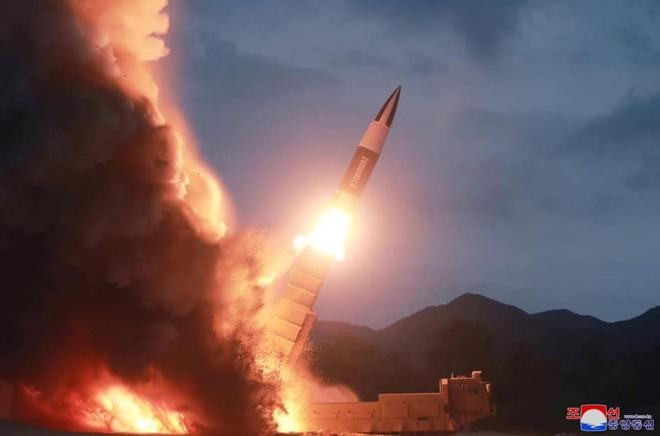 Chán sao chép Iskander, Triều Tiên chế tạo tên lửa tương tự ATACMS của Mỹ - Ảnh 2.