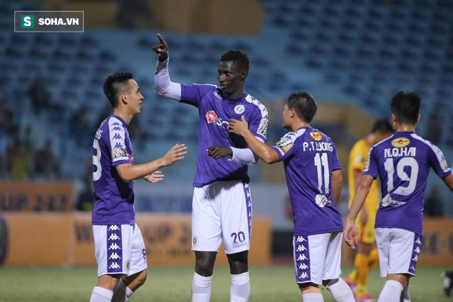 Hà Nội FC tiến gần ngôi vương, HLV Park Hang-seo xoa tay hài lòng với chàng trai tháng 9 - Ảnh 3.