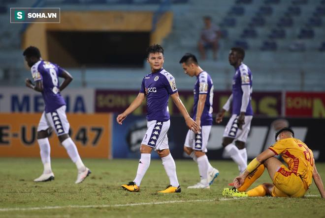 Hà Nội FC tiến gần ngôi vương, HLV Park Hang-seo xoa tay hài lòng với chàng trai tháng 9 - Ảnh 6.