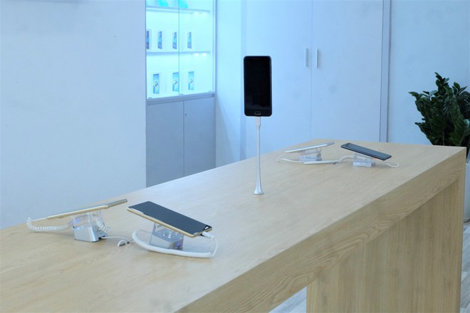 Bên trong tổ hợp dịch vụ khách hàng Bphone Store vừa ra mắt ở Hà Nội - Ảnh 3.