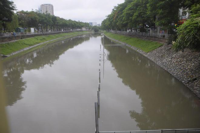 Mưa lớn, khu đặt bảo bối của Nhật làm sạch sông Tô Lịch chìm nghỉm - Ảnh 1.