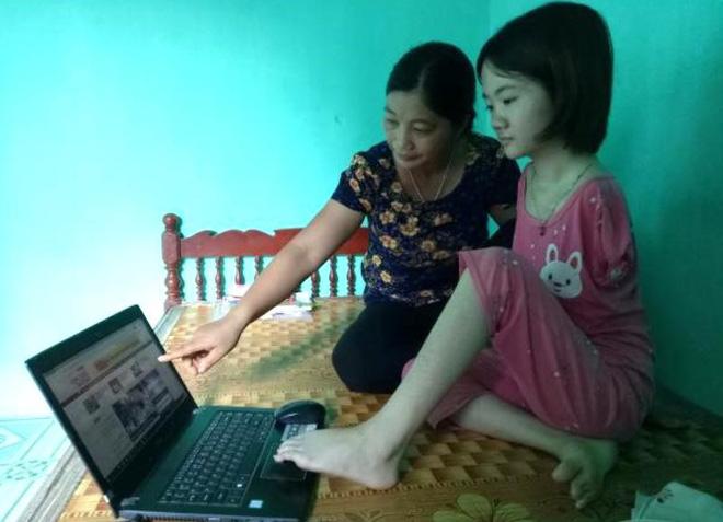 Cô sinh viên không có 2 tay mở lớp dạy tiếng Anh miễn phí cho trẻ em - Ảnh 2.