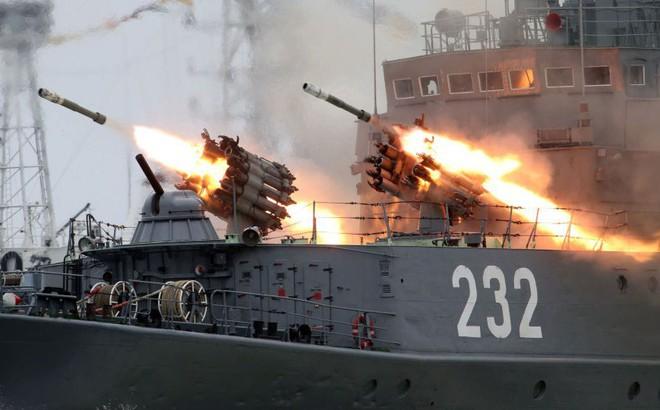 """Chuyên gia Mỹ: Tàu sân bay Mỹ sẽ bị tên lửa Kinzhal Nga """"xơi tái"""" nếu đi qua eo biển Thổ Nhĩ Kỳ"""