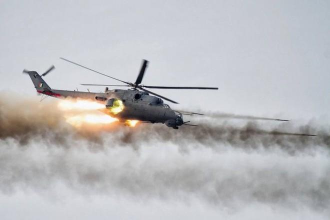 Khủng bố ồ ạt tấn công đầu não KQ Nga ở Khmeimim, QĐ Syria trút hỏa lực hủy diệt phiến quân - Ảnh 1.