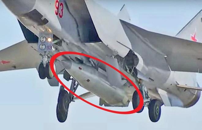 Chuyên gia Mỹ: Tàu sân bay Mỹ sẽ bị tên lửa Kinzhal Nga xơi tái nếu đi qua eo biển Thổ Nhĩ Kỳ - Ảnh 1.