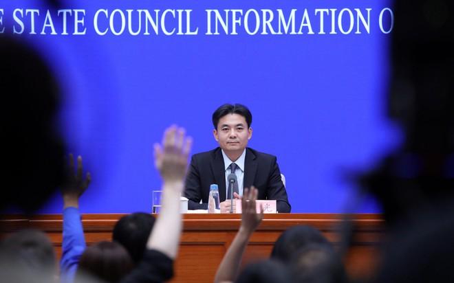 Tê liệt vì biểu tình, Hong Kong hủy tất cả các chuyến bay, TQ nói có dấu hiệu khủng bố - Ảnh 2.