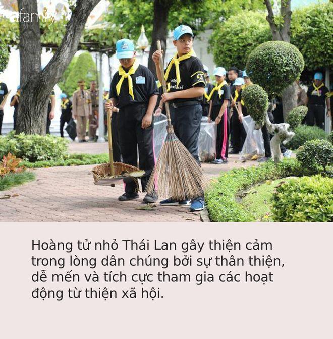 Hoàng tử Thái Lan từng quỳ lạy tiễn biệt mẹ giờ ra sao khi xuất hiện thêm hai người mẹ kế? - Ảnh 4.