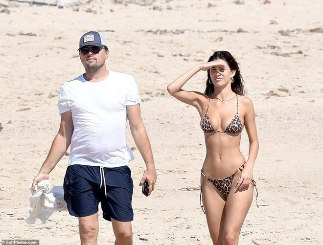 Bạn gái kém 22 tuổi của ông chú bụng bia Leonardo DiCaprio khoe dáng bốc lửa - Ảnh 4.