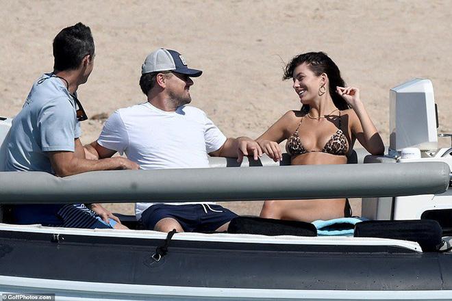 Bạn gái kém 22 tuổi của ông chú bụng bia Leonardo DiCaprio khoe dáng bốc lửa - Ảnh 7.