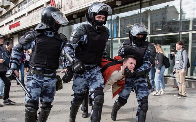 Biểu tình lớn kỷ lục ở Moscow từ ngày ông Putin trở lại Kremlin, tổng thống Nga bị xúc phạm