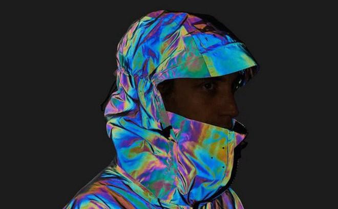 Độc đáo chiếc áo khoác có thể biến đổi màu sắc vô cùng ảo diệu giống loài mực