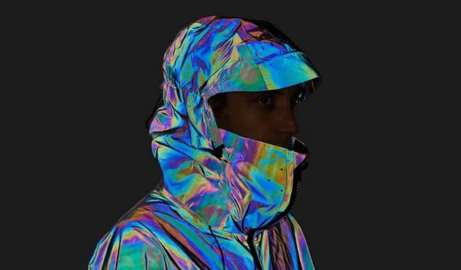 Độc đáo chiếc áo khoác có thể biến đổi màu sắc vô cùng ảo diệu giống loài mực - Ảnh 5.