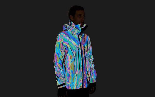 Độc đáo chiếc áo khoác có thể biến đổi màu sắc vô cùng ảo diệu giống loài mực - Ảnh 4.
