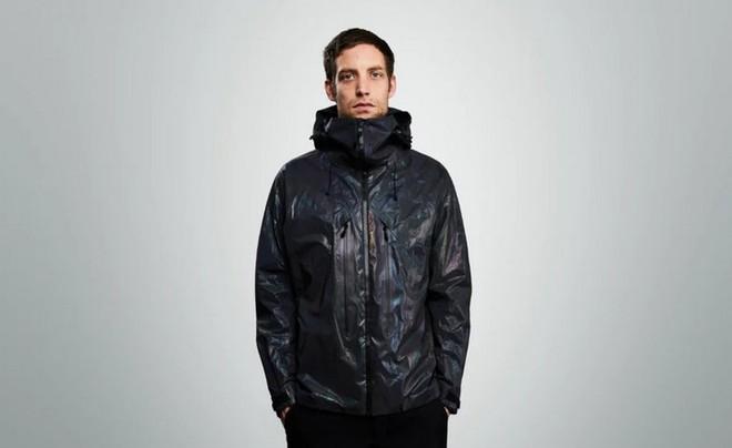 Độc đáo chiếc áo khoác có thể biến đổi màu sắc vô cùng ảo diệu giống loài mực - Ảnh 2.