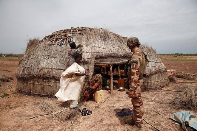Cuộc phiêu lưu quân sự của Pháp tại Mali: Sa chân trong bùn lầy, sợ hãi và thù địch? - Ảnh 9.