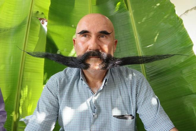 Nuôi 20 năm không cạo, 2 người đàn ông tạo ra 2 bộ râu ấn tượng - Ảnh 3.