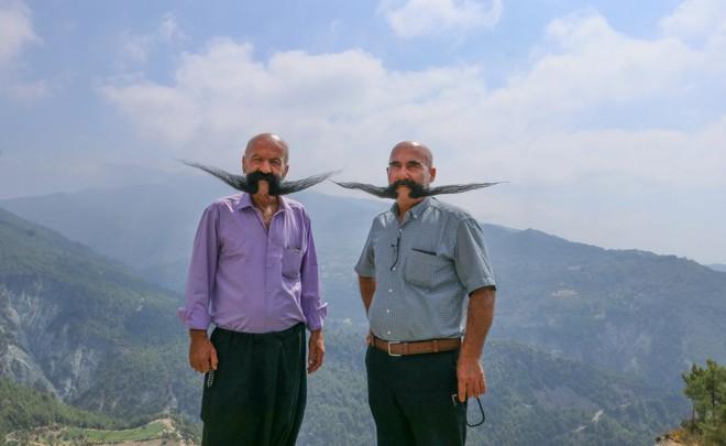 Nuôi 20 năm không cạo, 2 người đàn ông tạo ra 2 bộ râu ấn tượng - Ảnh 5.