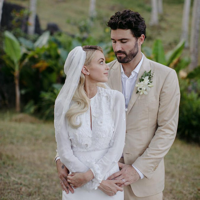Nhan sắc nóng bỏng của người đẹp khiến Miley Cyrus say đắm, bỏ rơi chồng điển trai - Ảnh 2.