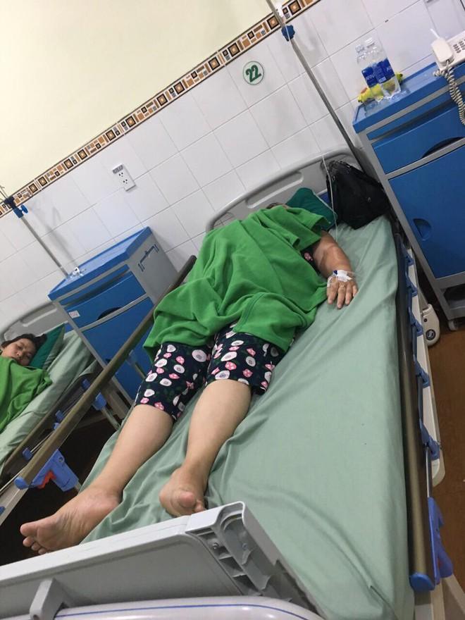 Đà Nẵng kiểm tra nhà hàng nghi gây ngộ độc cho đoàn khách du lịch Hà Nội - Ảnh 1.