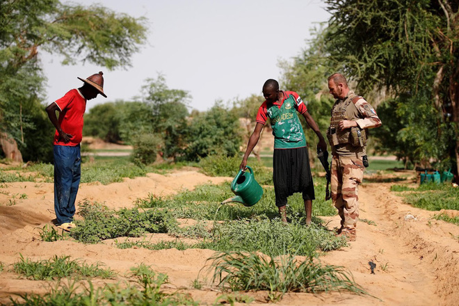 Cuộc phiêu lưu quân sự của Pháp tại Mali: Sa chân trong bùn lầy, sợ hãi và thù địch? - Ảnh 2.