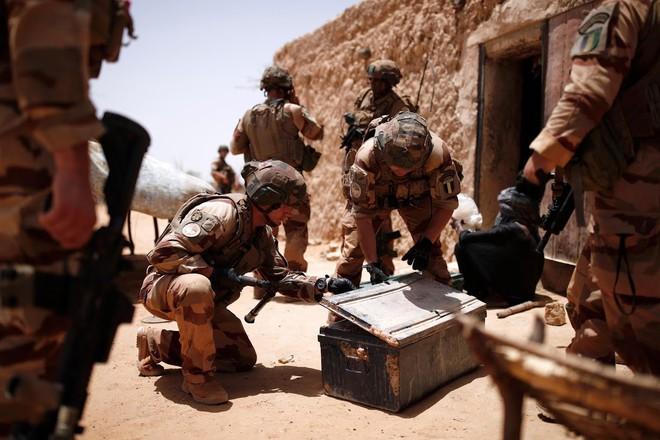Cuộc phiêu lưu quân sự của Pháp tại Mali: Sa chân trong bùn lầy, sợ hãi và thù địch? - Ảnh 6.