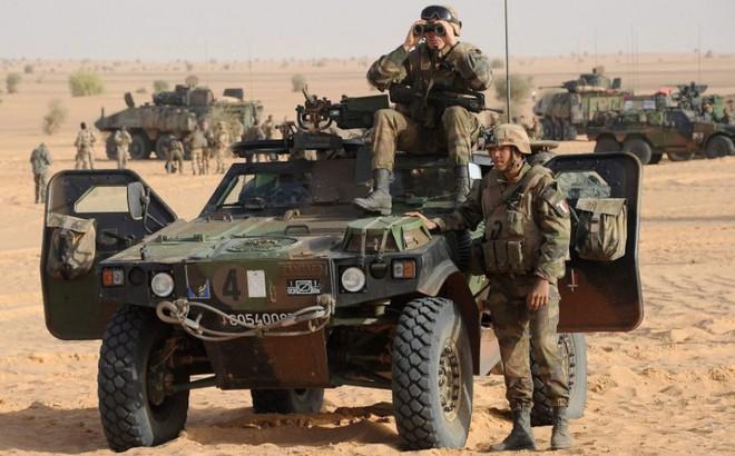 """Cuộc """"phiêu lưu quân sự"""" của Pháp tại Mali: Sa chân trong bùn lầy, sợ hãi và thù địch?"""