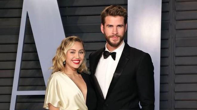 Nhan sắc nóng bỏng của người đẹp khiến Miley Cyrus say đắm, bỏ rơi chồng điển trai - Ảnh 13.