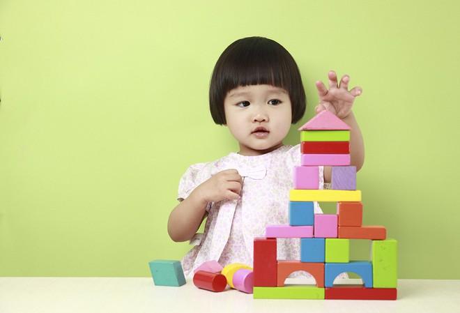 7 dấu hiệu sớm của trẻ thông minh bố mẹ có thể phát hiện trước khi con 5 tuổi - Ảnh 2.