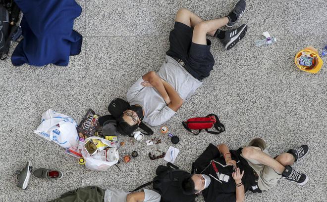"""Hong Kong tiếp tục hủy hơn 300 chuyến bay, người biểu tình khẳng định """"sẽ còn quay lại"""""""
