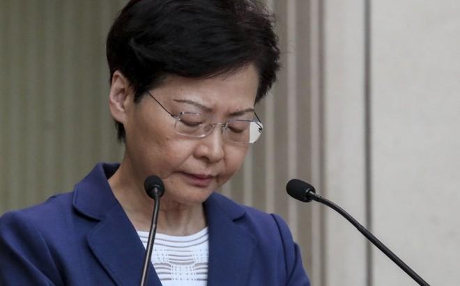 """Lãnh đạo Hong Kong cảnh báo người biểu tình đang đẩy thành phố """"xuống vực thẳm"""""""