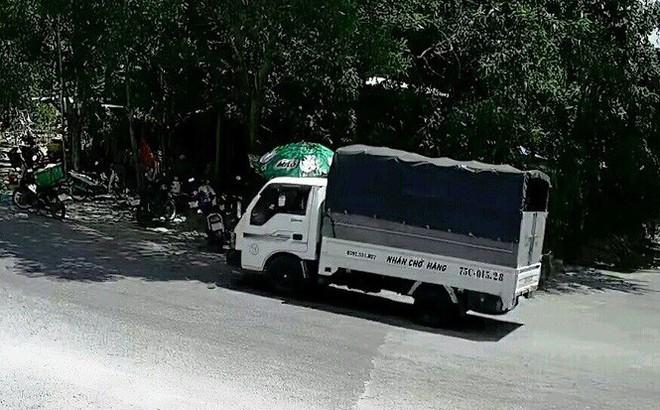 Lái ô tô từ thành phố về xã trộm… 100 bó củi
